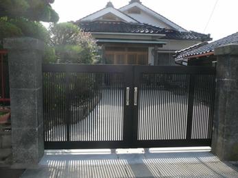 ボロボロだった門が新しくなり、気持ちよくお客さんを迎えられます。